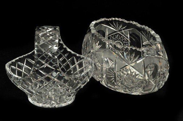 13: Dos piezas de cristal. Canasta y centro de mesa. Di