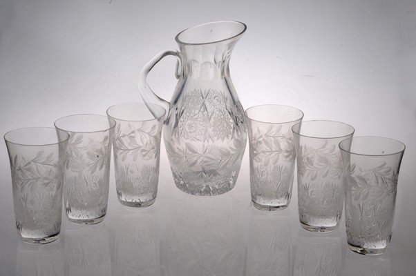 Set of Six glasses and Jar made in cristal. 7 pieces.