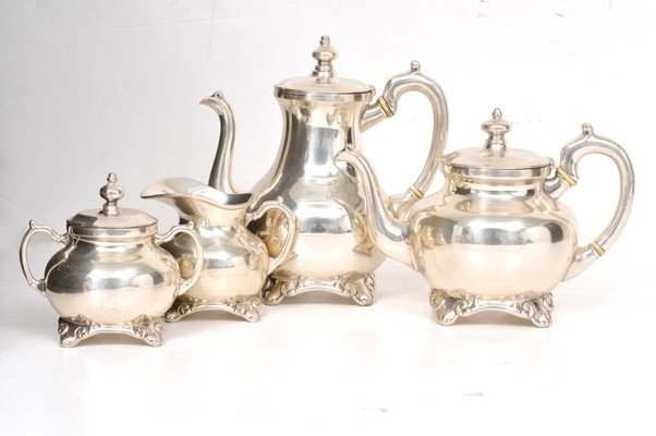 135: Juego de café y té. Elaborado en plata Zurita. Ste