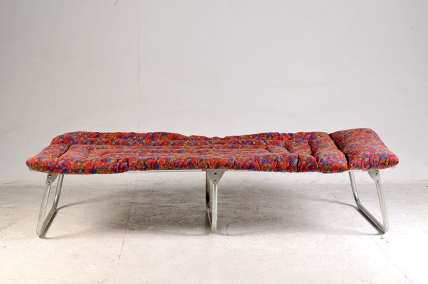 Beach bed, made in metal, multicolor tapestry pad