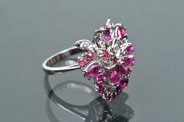 Lady´s ring, cocktail style, made in paladium.