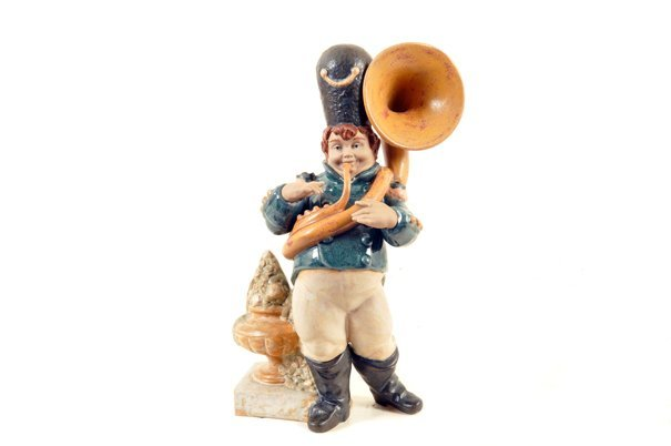 Trombonista. Origen español. Elaborado en porcelana