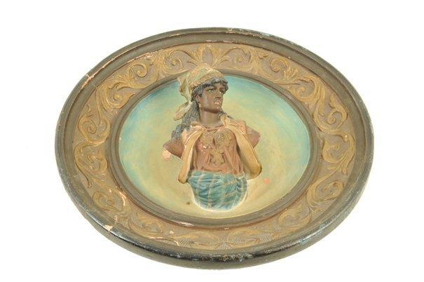 Platón. Elaborado en cerámica policromada. Diseño