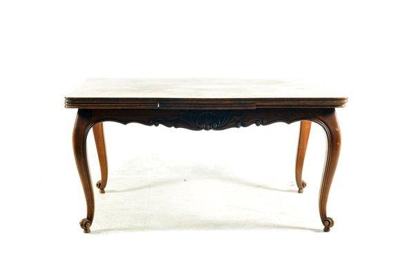 Mesa. Estilo Luis XV. Elaborada en madera tallada de