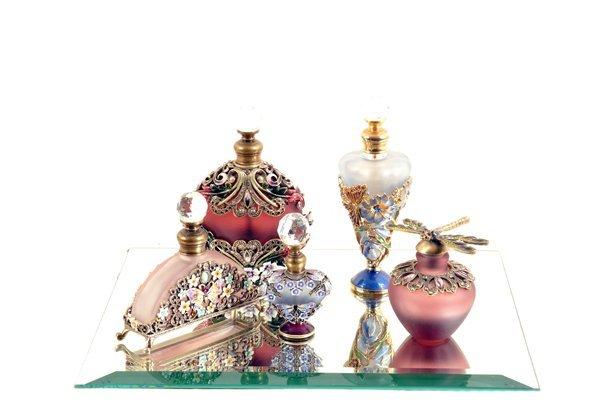 Lote de perfumeros. En vidrio multicolor. Con