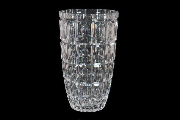 Florero. Elaborado en cristal checoslovaco. Diseño