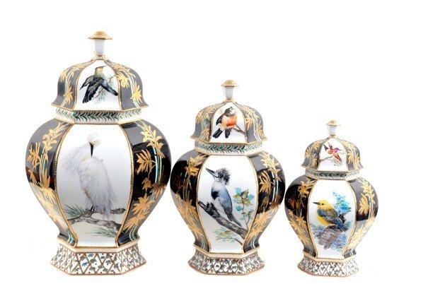 Juego de tibores. Origen alemán. En porcelana Royal