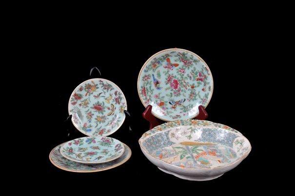 Lote de platos y tazón. Origen chino. En porcelana