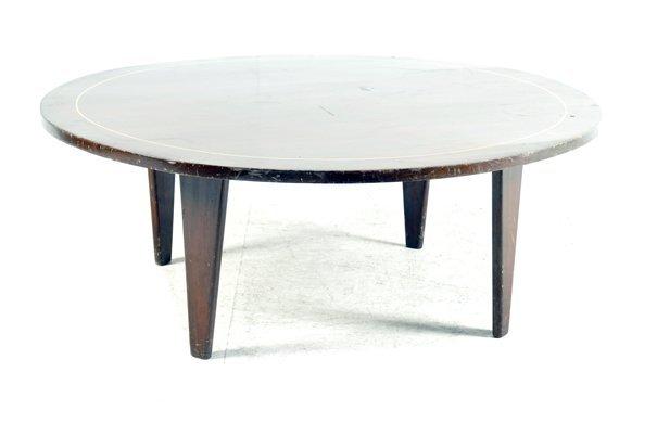 Mesa de centro. Elaborada en madera. Con cubierta