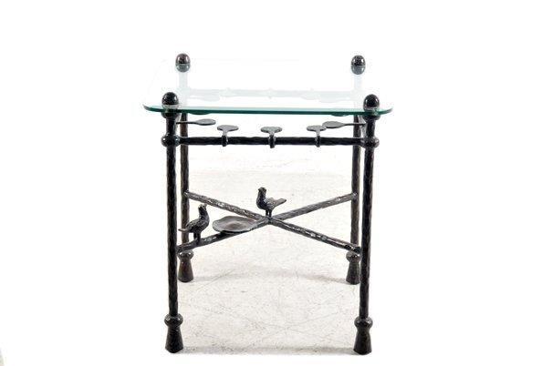Mesa auxiliar. Elaborada en bronce patinado. Con