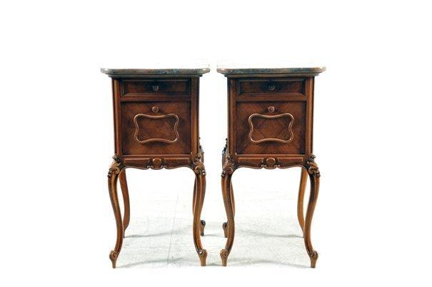 Par de mesas de noche. Estilo Luis XV. En madera