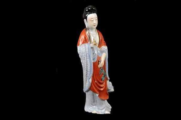 Dama oriental. Origen chino. Siglo XX. Elaborada en