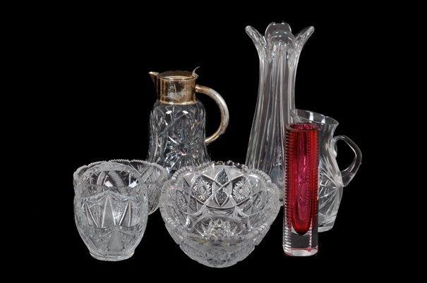 Lote de cristalería. Diseños facetados y estilizados.