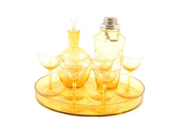 Servicio de licor. Elaborado en vidrio color ámbar.