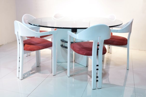 Antecomedor. Estilo Modernista. En madera color blanco.