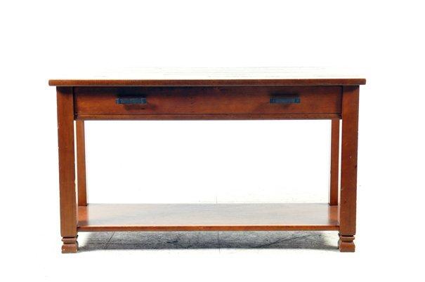 Mesa-consola. Marca Pottery Barn. Elaborada en madera.