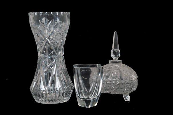 Lote de cristalería. Diseños diamantados y facetados.