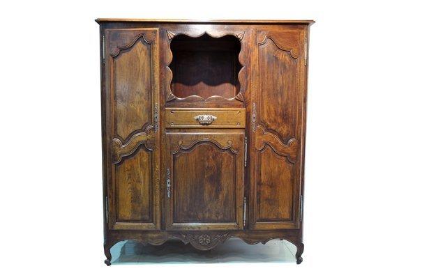 Gabinete. Estilo Luis XV. En madera de roble. Con 3