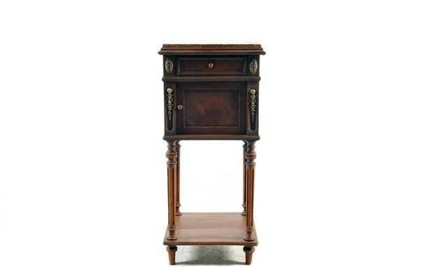 Mesa de noche. Estilo Luis XVI. En madera de caoba. A 2