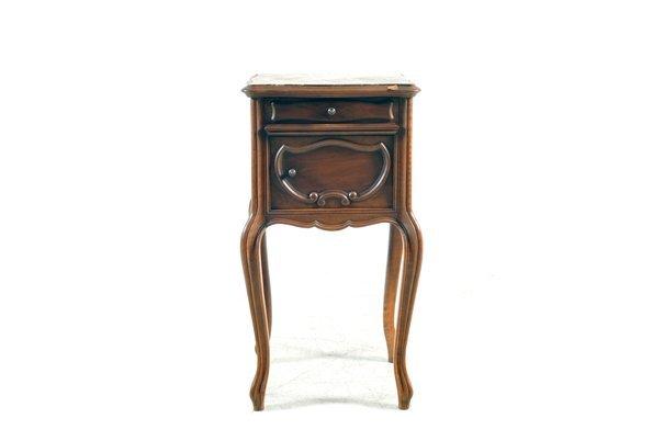 Mesa de noche. Estilo Luis XV. Elaborada en madera de