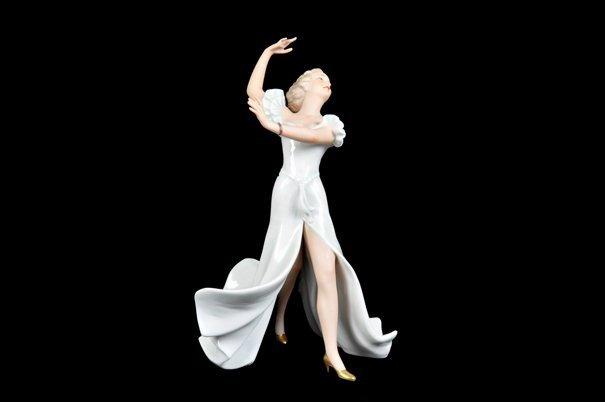 Bailarina. Origen alemán. Elaborada en porcelana