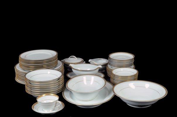 Vajilla. Origen japonés. En porcelana Noritake. Modelo
