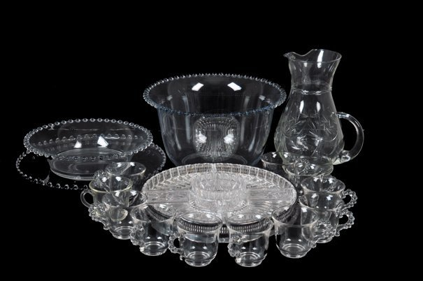 Lote de cristal y vidrio. Diseños diamantados, lisos y