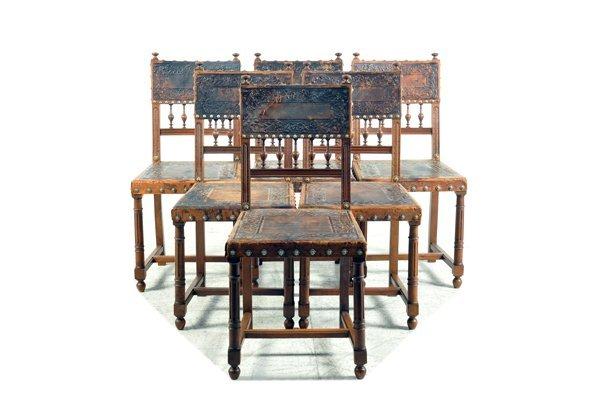 Juego de sillas. Estilo Enrique II. En madera de nogal.