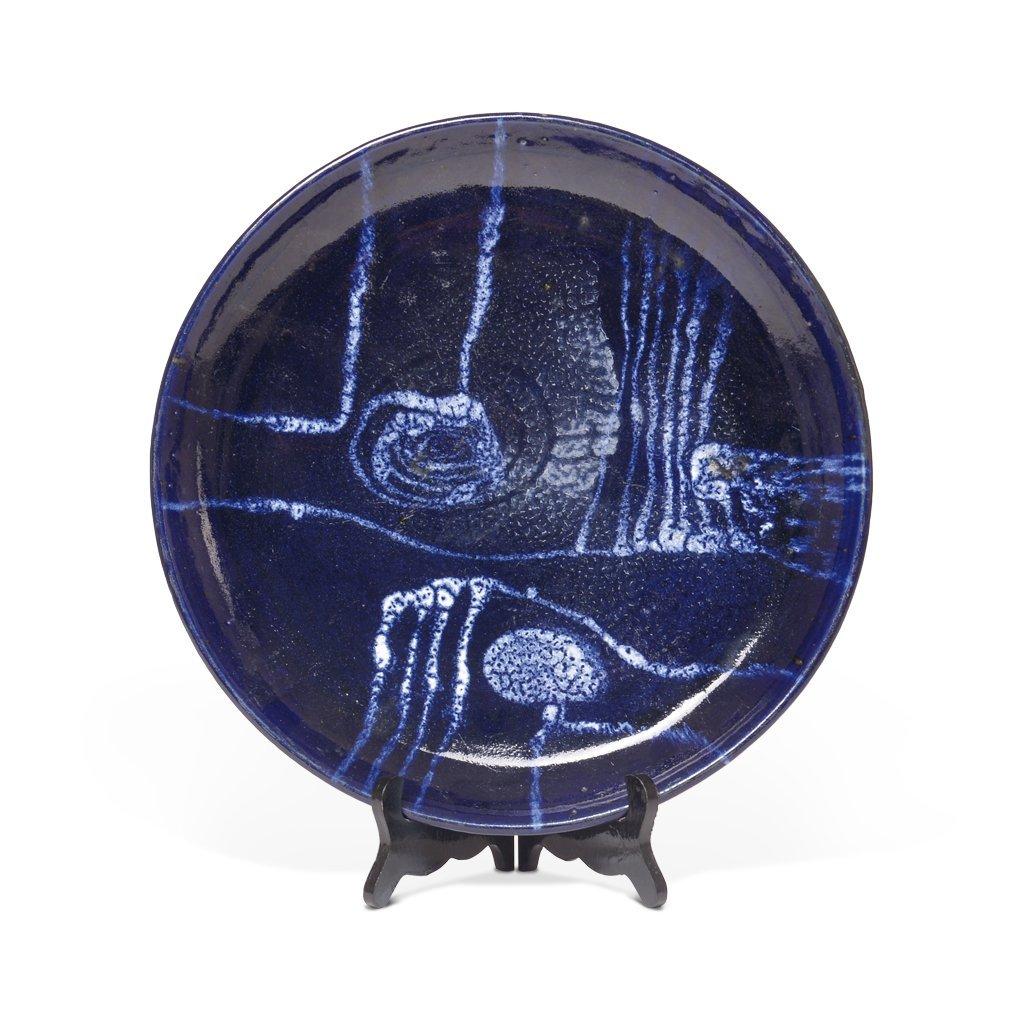 Plato. Años 50. Elaborado en cerámica color azul