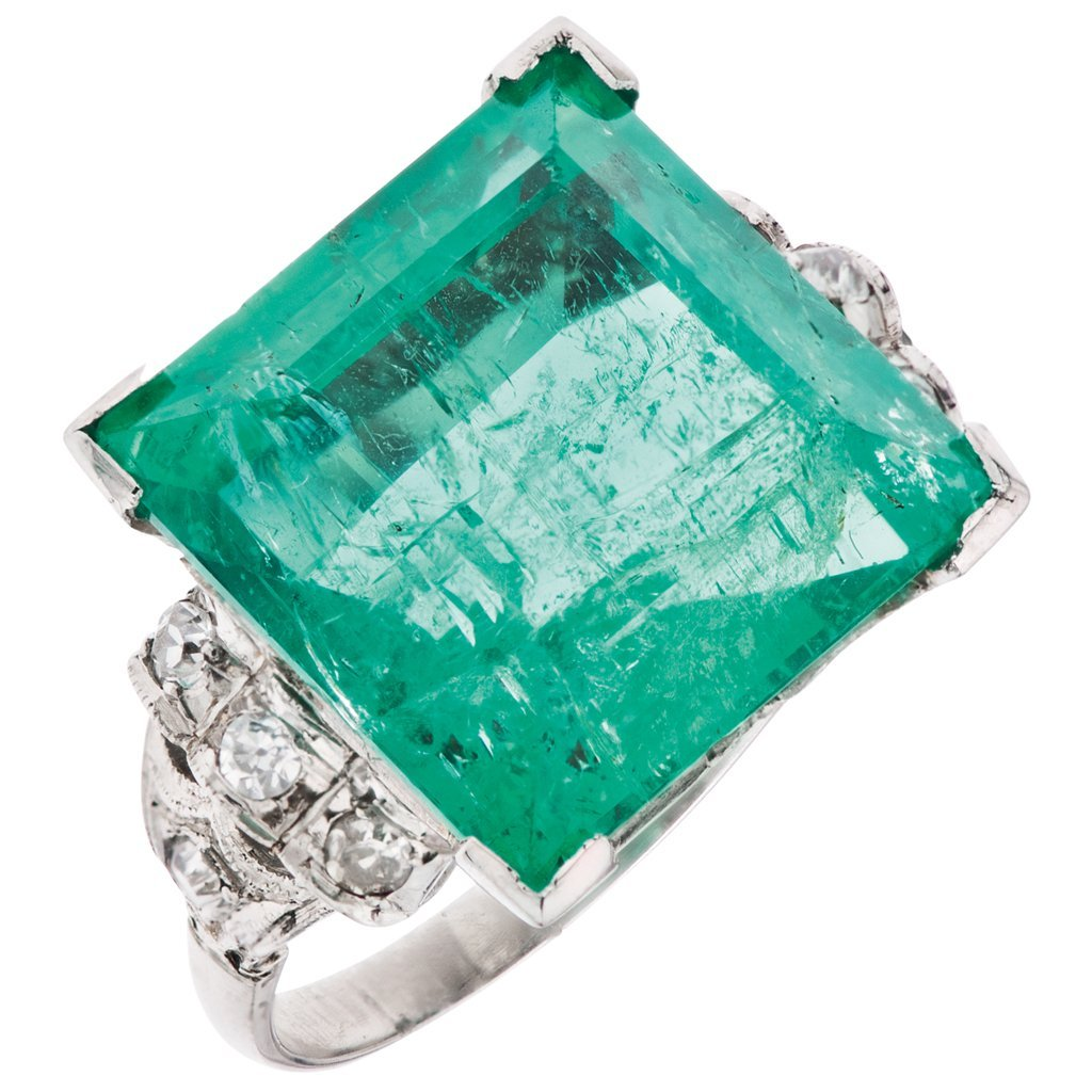 A PLATINUM RING WITH COLOMBIAN EMERALD AND DIAMONDS GIA