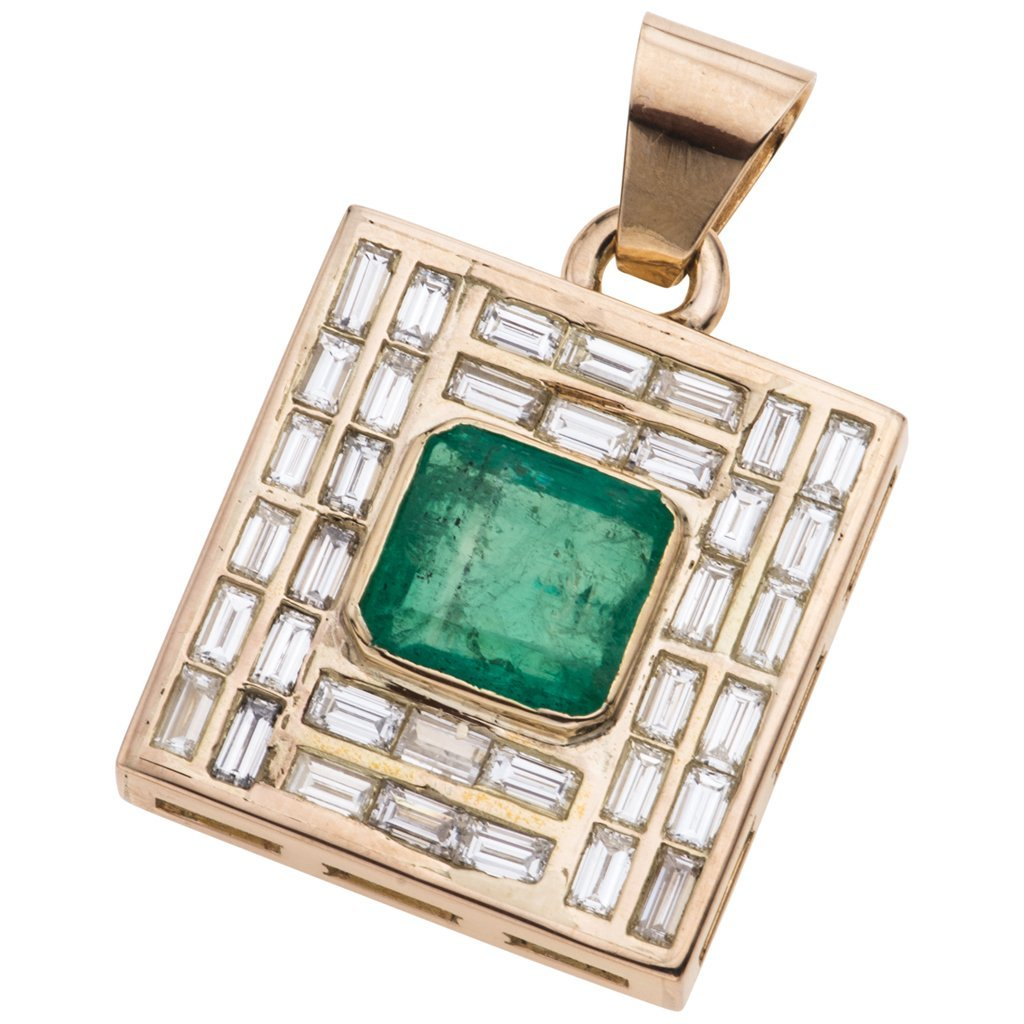 A 14K yellow gold pendant with 1 emerald ~3.90 carats