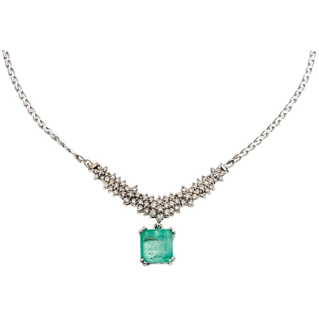 A 14K white gold choker with 1 emerald ~9.0 carats and