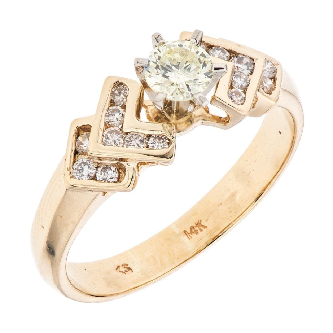 A 14K yellow gold ring with 17 brilliant cut diamonds