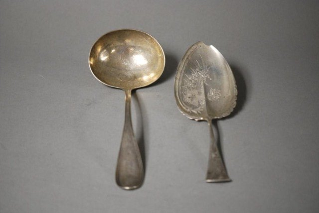 10A: 2 STERLING SILVER SERVING PIECES