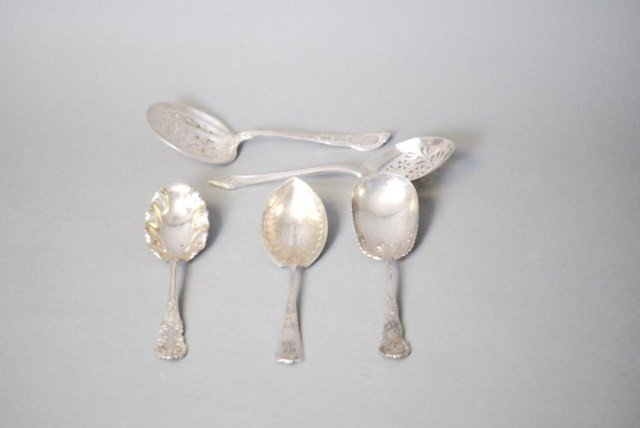 19: 5 SS SERVING PIECES