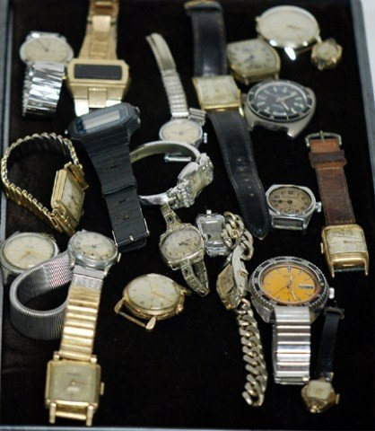 "18A: TRAY LOT OF MEN""S AND LADIES WATCHES"