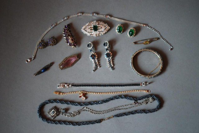 1: 17 PC. COSTUME JEWELRY GROUP
