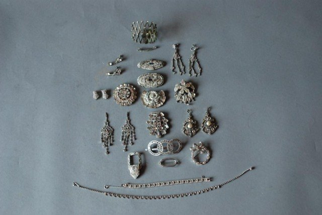 4: 24 PC. COSTUME JEWELRY GROUP