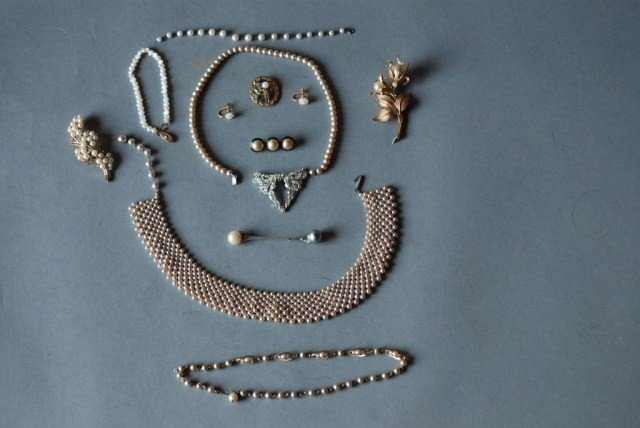 8: 12 PC. COSTUME PEARL JEWELRY GROUP