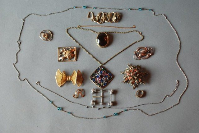 11: 14 PC. COSTUME JEWELRY GROUP