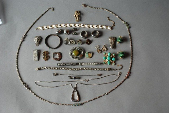 19: 32 PC. COSTUME JEWELRY GROUP