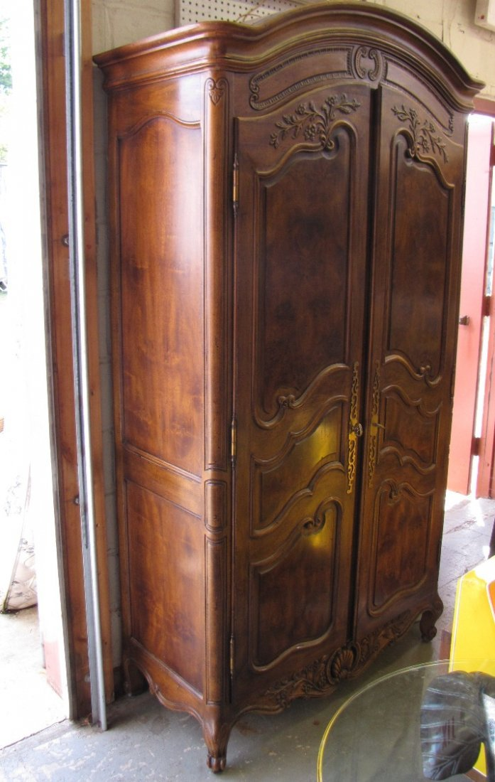 345A: HENREDON COUNTRY FRENCH ARMOIRE