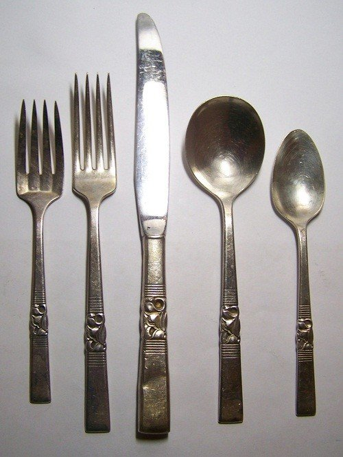 24: COMMUNITY SILVER 27 PIECES SILVERWARE SET FOR 5