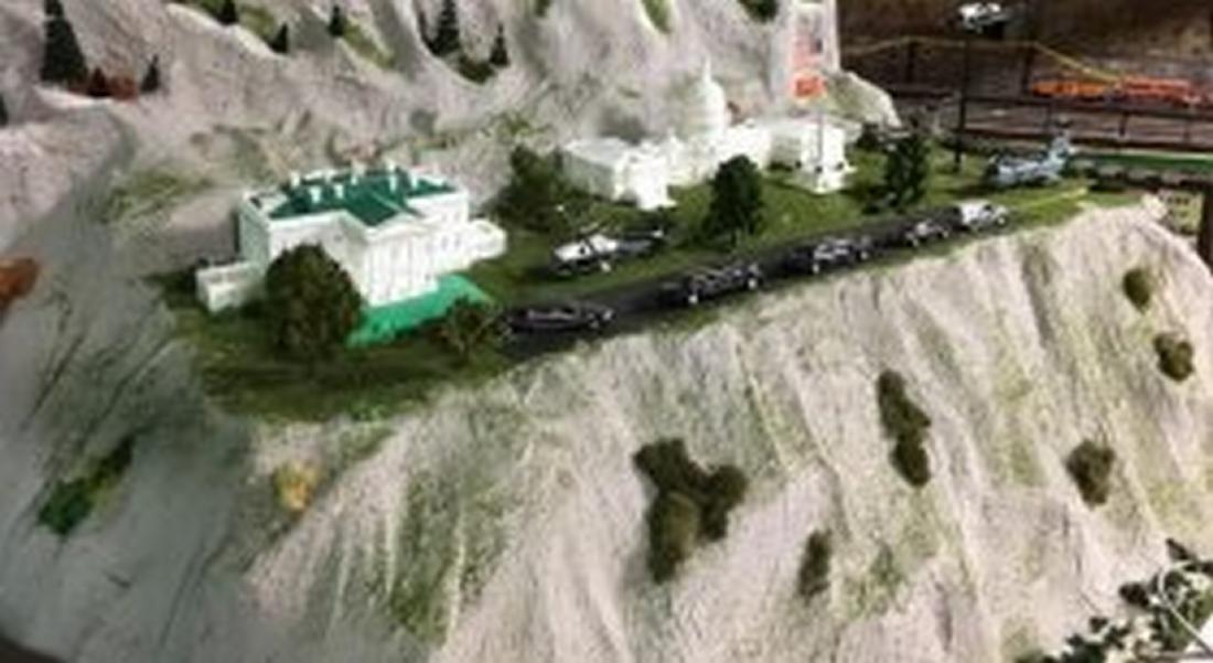 Large O Gauge USA Government Scene Layout