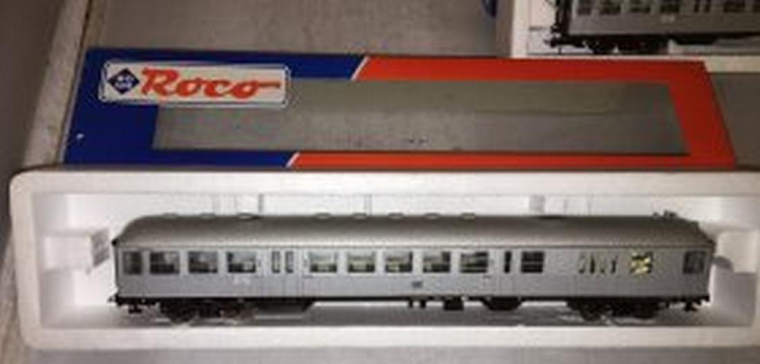 Roco DB HO Scale 3-Car Passenger Train - 2