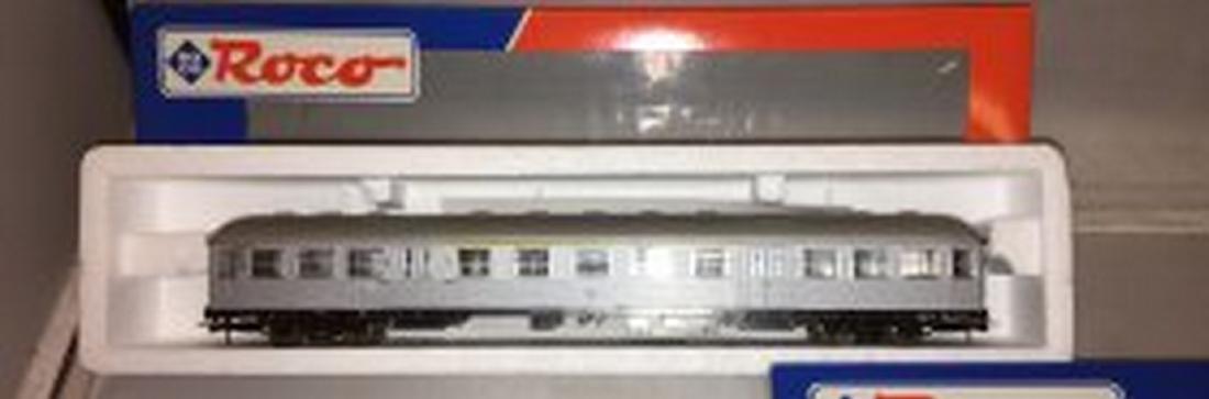 Roco DB HO Scale 3-Car Passenger Train - 4