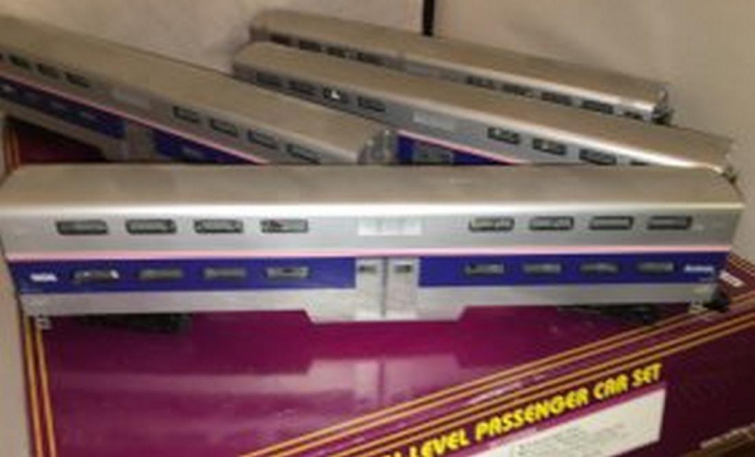 MTH Premier Amtrak O Gauge Bilevel Passenger Car Set - 3