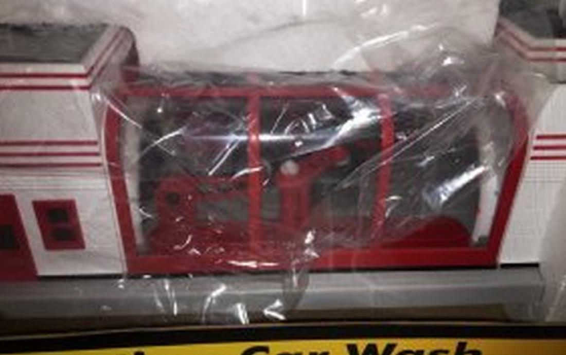 MTH 30-9167 O Gauge Bikini Car Wash - 2