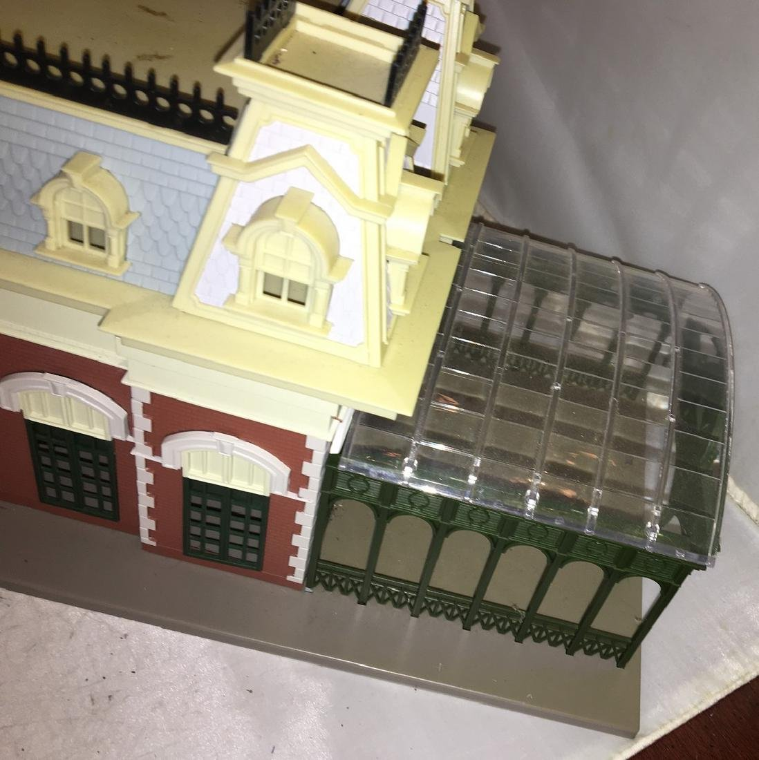 Disney O Scale World Railroad Station - 3