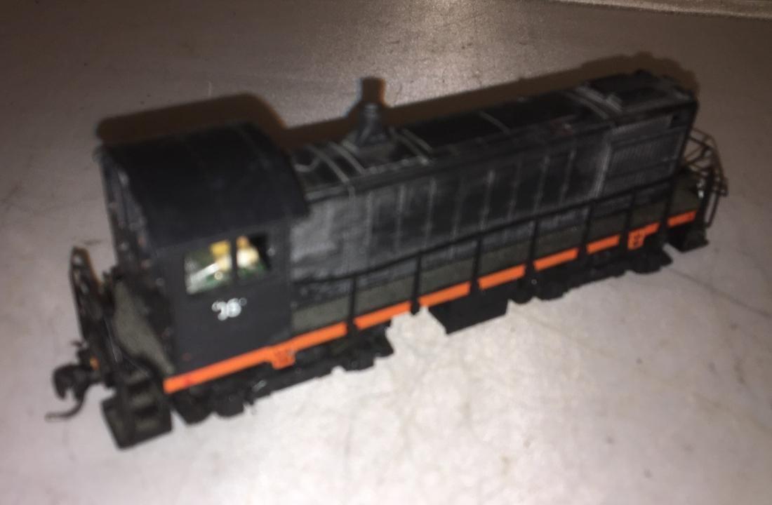 Atlas HO Scale SW Diesel Engine - 2